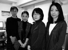 翻訳部のスタッフの皆さん。左から2 番目が宮風呂さん