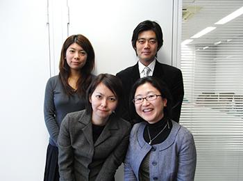 後列左から嶋中さん、生駒さん、前列左から天田さん、松室さん