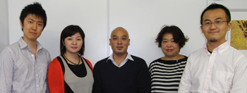 左から、柴山さん、清水さん、 儀武社長、山本さん、冨田さん